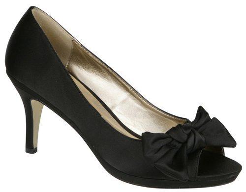 Zapatos peep toe negros con lazo de Lorena Carreras, colección otoño/invierno 2011