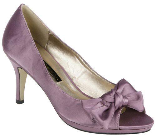 Zapatos peep toe rosas con lazo de Lorena Carreras, colección otoño/invierno 2011