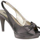 Zapatos peep toe grises con plataforma de Lorena Carreras, colección otoño/invierno 2011