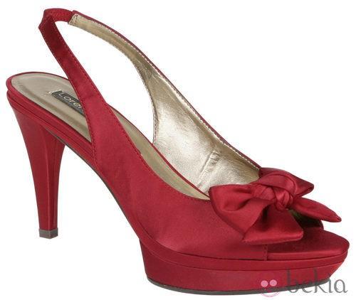 Zapatos peep toe rojos con plataforma de Lorena Carreras, colección otoño/invierno 2011