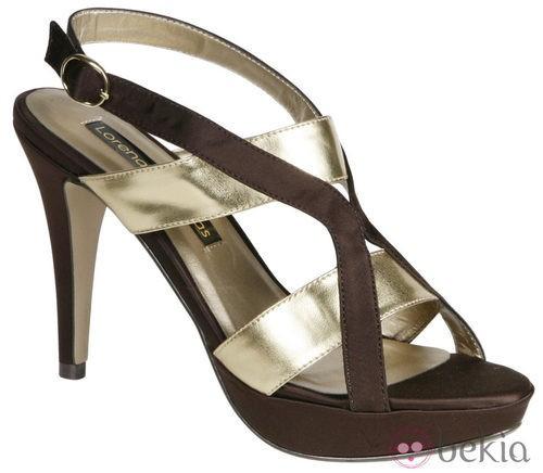 Sandalias con plataforma en chocolate y oro de Lorena Carreras, colección otoño/invierno 2011