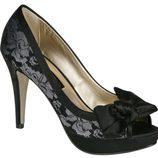 Peep toe negros con encaje de Lorena Carreras, colección otoño/invierno 2011