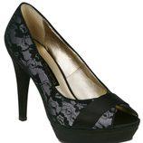 Peep toe grises de encaje de Lorena Carreras, colección otoño/invierno 2011