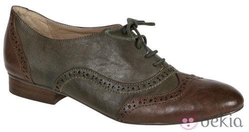 Zapatos oxford bicolor de Lorena Carreras, colección otoño/invierno 2011