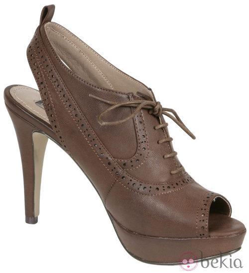 Botines peep toe marrones de Lorena Carreras, colección otoño/invierno 2011