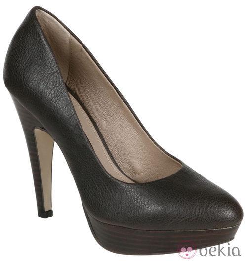 Zapatos marrón chocolate de Lorena Carreras, colección otoño/invierno 2011