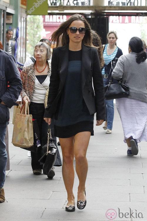 Look de Pippa Middleton con americana y vestido