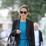 Pippa Middleton con vestido azul turquesa