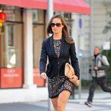 Pippa Middleton con vestido de encaje negro