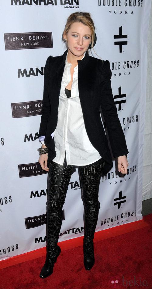 Blake Lively con altísimas botas de Stella McCartney