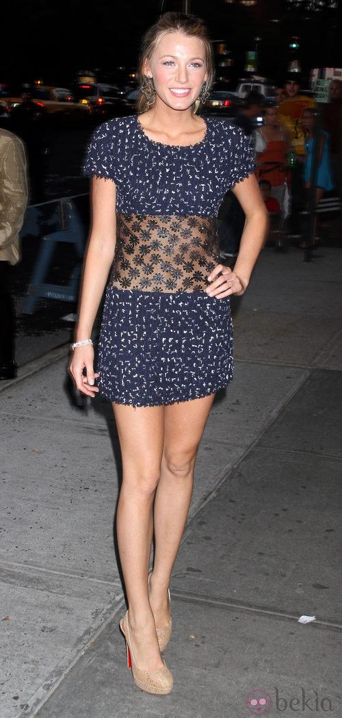 Blake Lively con vestido de Chanel de cintura transparente