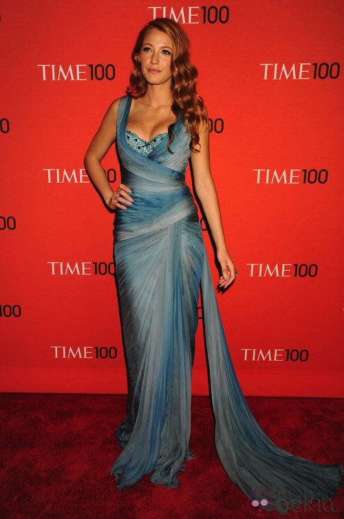 Blake Lively con vestido azul degradado de Zuhair Murad