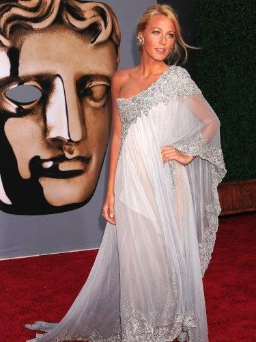 Blake Lively con vestido de Marchesa asimétrico