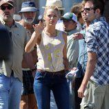 Blake Lively con pantalones vaqueros y camiseta de TopShop