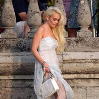 Lindsay Lohan vestida de Philipp Plein cerca de lago Como