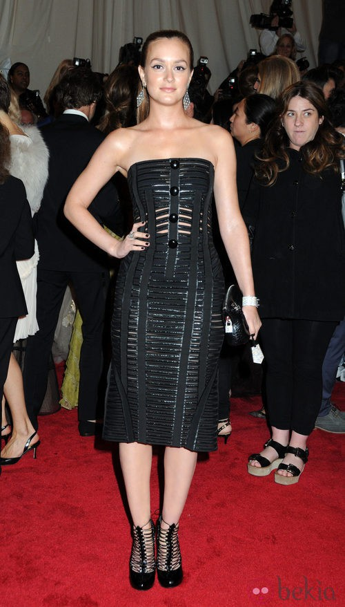 Leighton Meester en la gala del MET 2011 con vestido de Louis Vuitton