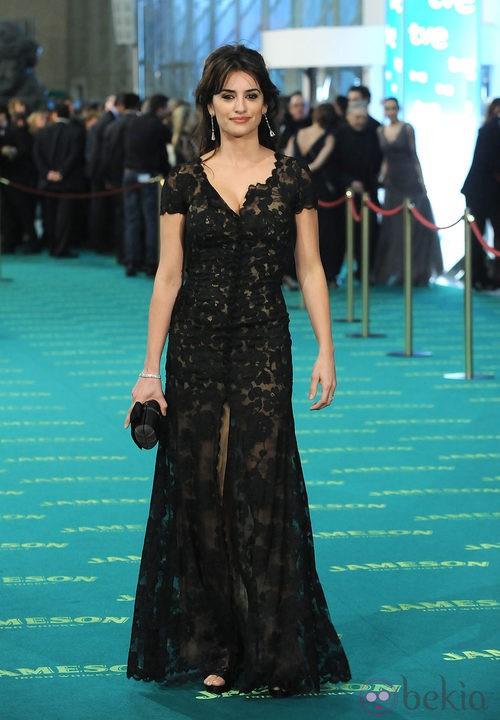 Penélope Cruz con un Chanel en la alfombra roja de los Premios Goya 2009