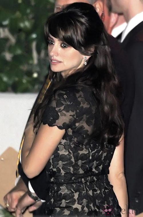 Penélope Cruz con un Chanel negro en la fiesta posterior a los Globos de Oro 2009