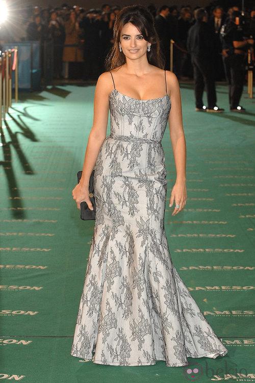 Penélope Cruz con un Carolina Herrera en la alfombra roja de los Premios Goya 2007