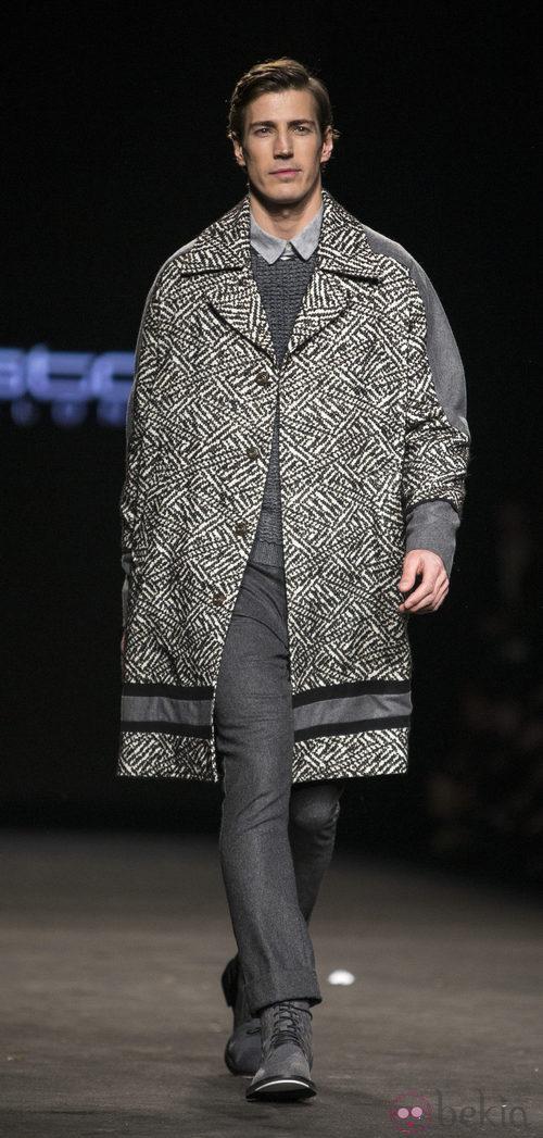 Oriol Elcacho desfilando para Custo Barcelona en la 080 Barcelona Fashion 2015