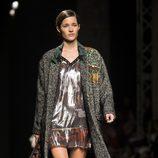 Malena Costa desfilando para Custo Barcelona en la 080 Barcelona Fashion 2015