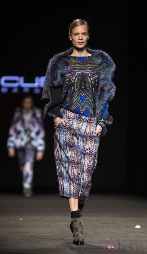 Camisa y falda estampada de Custo Barcelona en la 080 Barcelona Fashion 2015