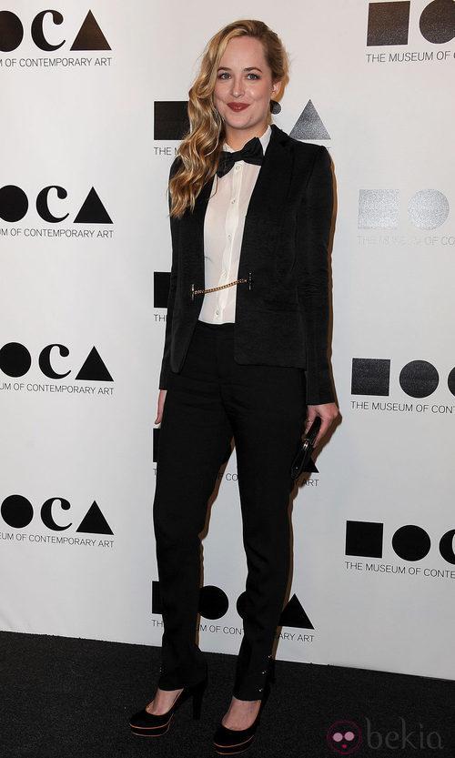 Dakota Johnson con un esmoquin