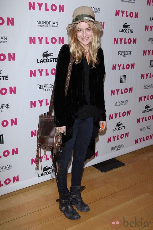 Dakota Johnson con un look informal en una premiere