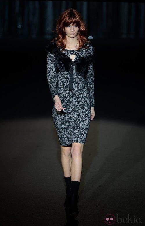 Vestido gris de Roberto Verino en Madrid Fashion Week para otoño/invierno 2015/2016