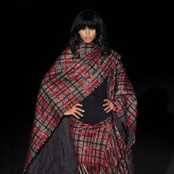 Mantón rojo a cuadros de Roberto Verino en Madrid Fashion Week para otoño/invierno 2015/2016