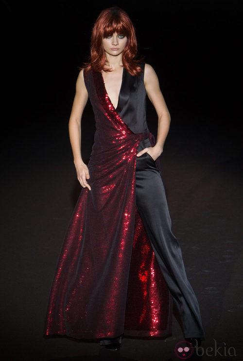 Vestido pantalón negro y rojo de Roberto Verino en Madrid Fashion Week para otoño/invierno 2015/2016