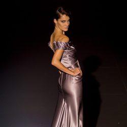 Vestido de seda plateado de Hannibal Laguna para otoño/invierno 2015/2016 en Madrid Fashion Week.