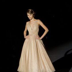 Vestido ocre de Hannibal Laguna para otoño/invierno 2015/2016 en Madrid Fashion Week