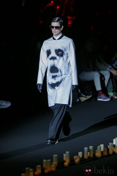 Blusa larga blanca de Davidelfin en Madrid Fashion Week para otoño/invierno 2015/2016