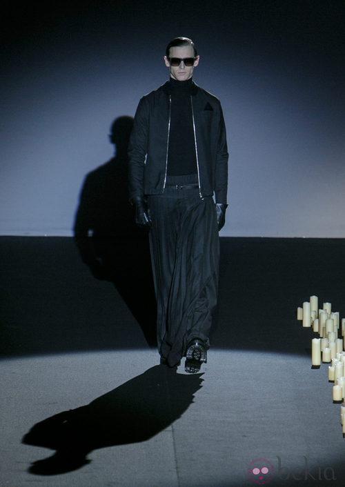 Chaqueta y falda negras de Davidelfin en Madrid Fashion Week para otoño/invierno 2015/2016