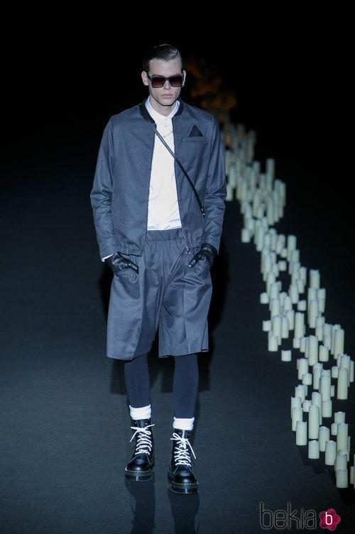 Pantalón corto y chaqueta negros de Davidelfin en Madrid Fashion Week para otoño/invierno 2015/2016