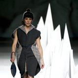 Raquel Sánchez Silva desfilando con un vestido de la colección otoño/invierno 2015 de Ion Fiz