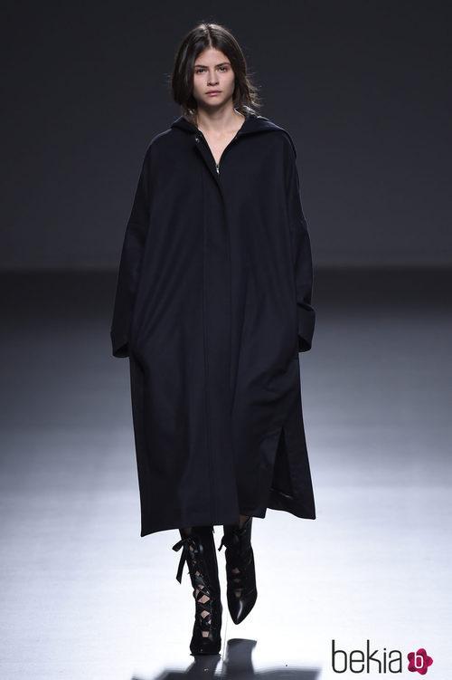 Vestido oversize de la colección otoño/invierno 2015/2016 de Ángel Schlesser