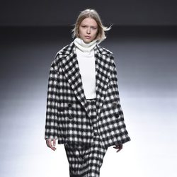 Chaqueta y falda de estampado tweed de la colección otoño/invierno 2015/2016 de Ángel Schlesser