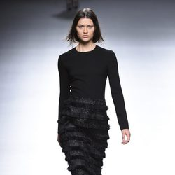 Vestido largo en negro de la colección otoño/invierno 2015/2016 de Ángel Schlesser