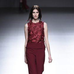 Camisa y pantalón burdeos de la colección otoño/invierno 2015/2016 de Ángel Schlesser