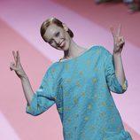 Vestido azul con estrellas de Agatha Ruiz de la Prada para otoño/invierno 2015/2016 en Madrid Fashion Week