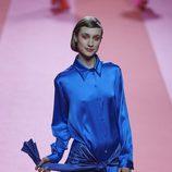 camisa de seda azul de Agatha Ruiz de la Prada para otoño/invierno 2015/2016 en Madrid Fashion Week