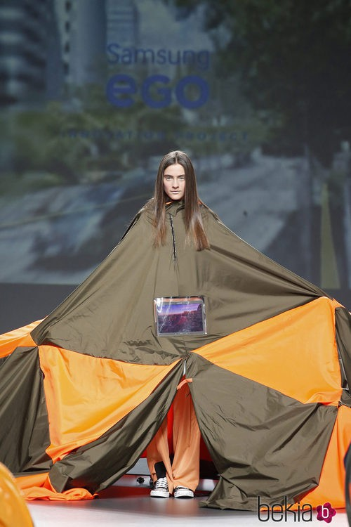 Abrigo desplegado de Gomez en el Samsung EGO 2015