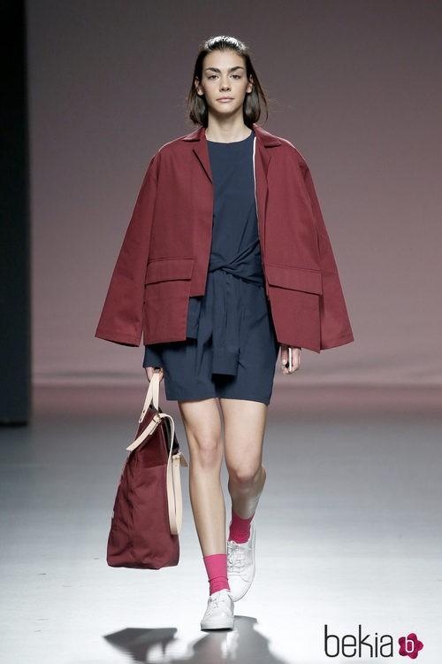 Vestido y abrigo de Mikel Colás en el Samsung EGO 2015