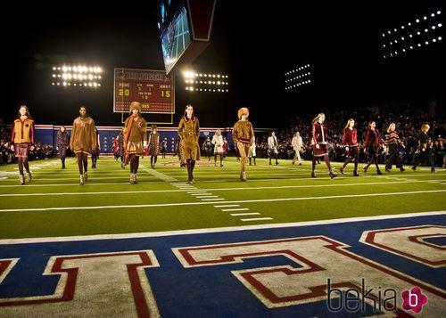 Desfile de Tommy Hilfiger en Nueva York Fashion Week 2015 al estilo Super Bowl