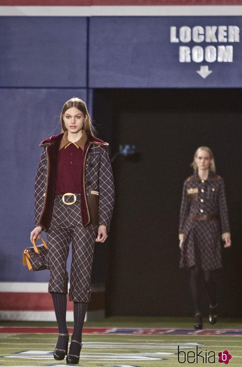 Chaqueta y pantalón con estampados de rombos de Tommy Hilfiger en Nueva York Fashion Week