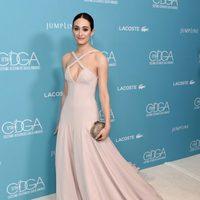 Emmy Rossum con un vestido de Donna Karan en los Premios del Gremio de Diseñadores