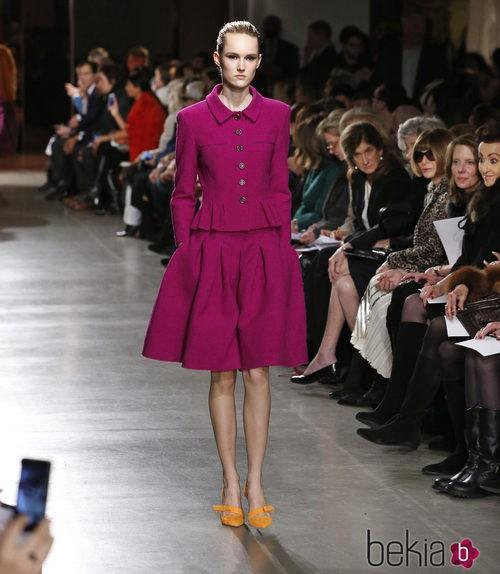 Conjunto fucsia de la colección otoño/invierno 2015/2015 de Oscar de la Renta en Nueva York Fashion Week