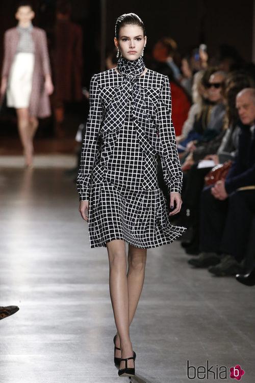 Vestido de cuadros de la colección otoño/invierno 2015/2015 de Oscar de la Renta en Nueva York Fashion Week